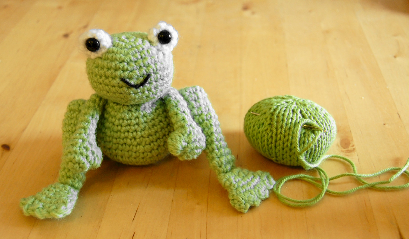 Knitting Pattern For Frog Prince and Daisy - Oliver Boliver